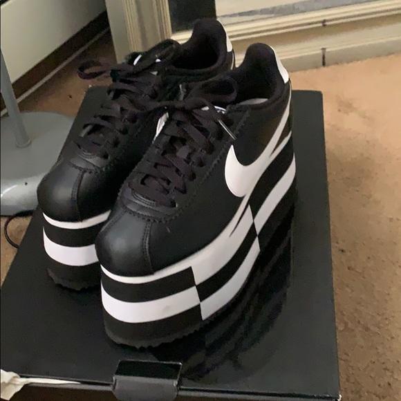 timeless design da040 3ee2b Nike Comm de garçon Cortez platforms